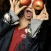 avephoenix: (apples of my eyes)