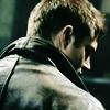 zombieghostorgy: (DEAN ✞ over shoulder.)