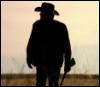 verushka70: S4E1 Walt alone silhouette wearing hat and holding shotgun (Walt-silhouette-hat-shotgun)