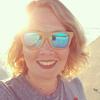 thiscrazydoglady: (beach selfie.)