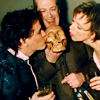 fengirl88: Geoffrey, Ellen and Oliver from Slings & Arrows (kissing the skull)