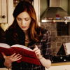 toxic_corn: Amy Pond reads books! (DW: amy - reading)