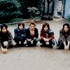 floweranza: (arashi group crouching.)