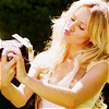 miarrow: pic of kristen bell making a kissy face at a camera (Kristen Bell : kisses the cam)