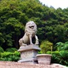 paraka: A lion statue in a park. (NF-Temple)