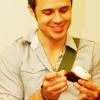 herecomeskrys: (kris - cupcakes ♥)