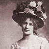 sebastard: Ivor Norvello in drag around the turn of the 20th century (the lady viola)