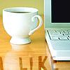 es: Laptop and a teacup (al lavoro)