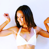 watersword: Zoe Saldana holding her arms out to the side (Zoe Saldana: biceps)