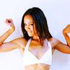 watersword: Zoe Saldana flexing her biceps (Zoe Saldana: biceps)