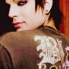 paraka: Adam Lambert looking over his shoulder (AI8-A-Over Shoulder Look)
