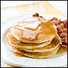 cereta: Pancakes and bacon on a plate (pancakes)