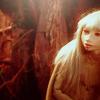 daqiao: (peer through the darkness)