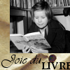 highlyeccentric: Joie du livre - young girl with book (Joie du livre)