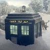dieastra: (TARDIS  im Schnee)