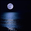 curiosity: A full moon in a black sky, over the ocean. (Picto: Moon and Water)