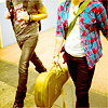 misura: AI8 - Kris carries his guitar (Default)