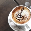 musyc: Cup of coffee with treble clef drawn in foam (Coffee: Music note)