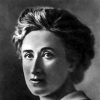 halialkers: Red Rosa Luxemburg. Woman with round face and big hair (Hadassa)