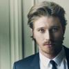 golden_lyre: (suit)