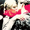 anoyo: Kara & Lee kissing. (bsg kara/lee kiss)