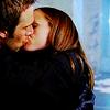 skieswideopen: Syd & Vaughn kissing (Alias: Syd & Vaughn)