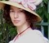 fiofiorina: (chapeau au grand pouf)