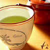 glinda: a china cup filled with green tea and the word 'tì' (tea/tì)