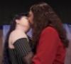 auros: (Kiss Xta)