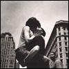 curieuse: (city kiss)