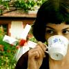 glamjam: (Amelie; tea)