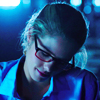 ninamazing: Arrow's Felicity ducking head adorably after getting own scar (used to being your girl)
