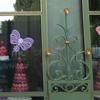 la_rainette: (vitrine de macarons)
