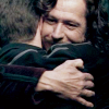 lechiennoir: (o: harry hugs)