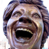 sistabro: (manic laughing statue)