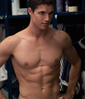 kon_el: PB is Robbie Amell (Shirtless)