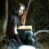 lyndheid: (bookknee)